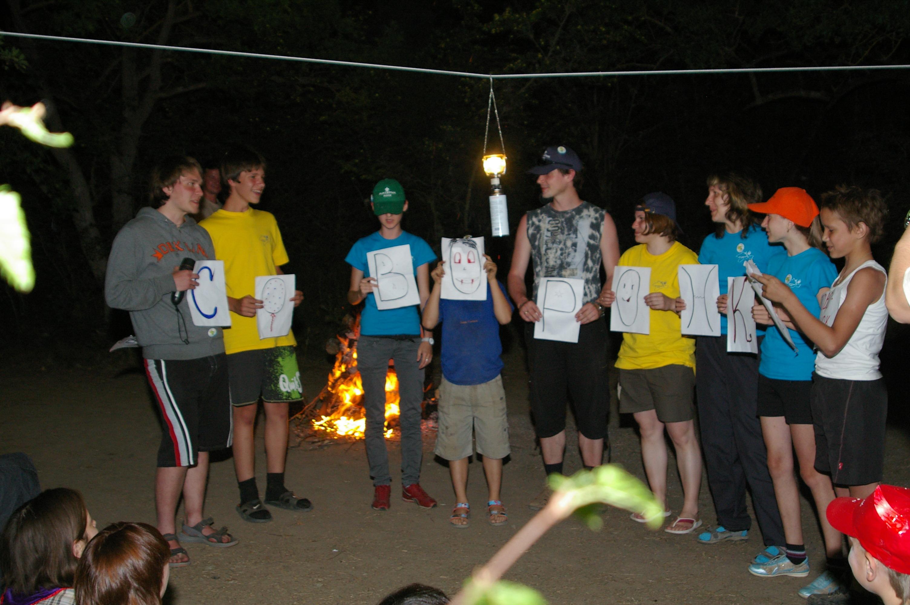 Вечерняя программа у костра в палаточном лагере